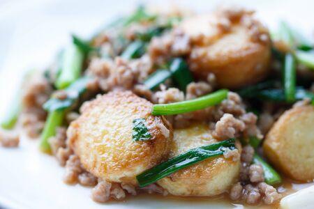 Gefrituurde Tofu met Jussaus.