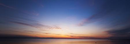 horizonte: Puesta de sol en el mar