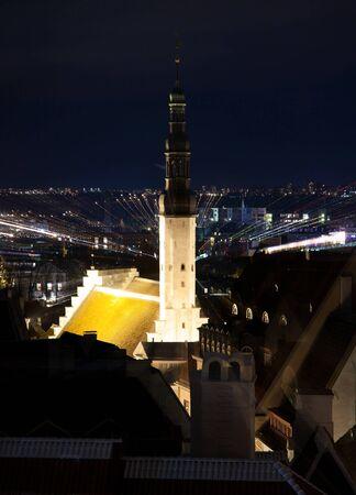 espiritu santo: Santo Esp�ritu Puhavaimu iglesia en Tallinn, Estonia por la noche Foto de archivo