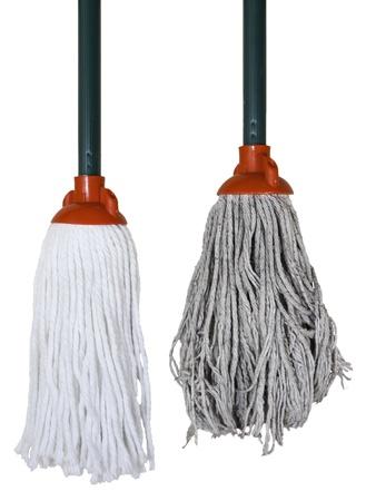 tatter: Foto aislada de marca nuevos y usados ??cepillos de lavado de piso.