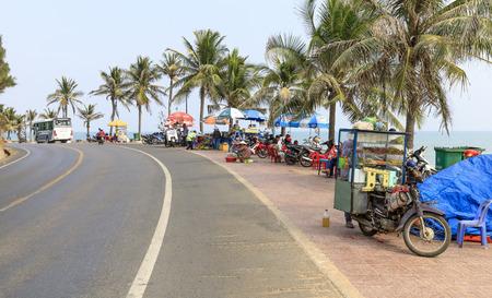 NAM TIEN, VIETNAM - FEBRUARY 16, 2018: Motor bike with a box parket next to a road in Nam Tien, Vietnam Redactioneel