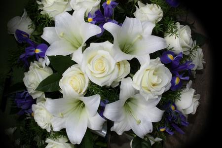 luto: Las flores funebres para condolencias Foto de archivo