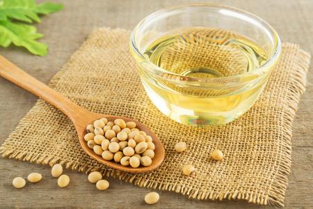 Sojabonen en olie op zak