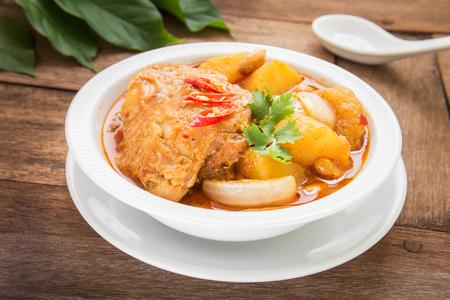 Kip Mussaman curry in een kom Stockfoto
