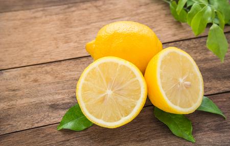 lemon: Fresh lemons on wooden table