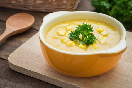 maiz: Sopa de maíz en un tazón Foto de archivo