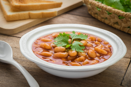 beans on toast: Baked beans in tomato sauce on plate and toast