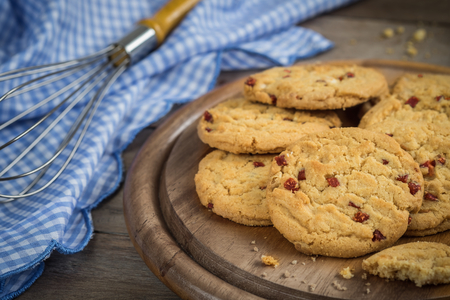 wire cutter: Raspberry cookies on wooden plate