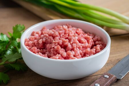 Raw minced pork in bowl Stockfoto