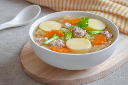卵豆腐と豚ひき肉の透明スープ、タイ料理