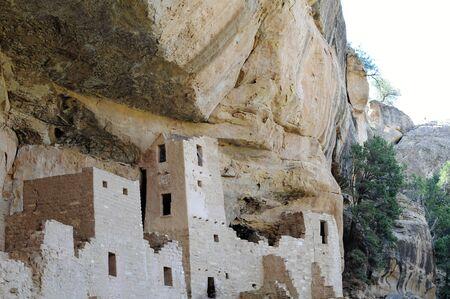 Les Puebloans ancestraux ont occupé les habitations en falaise du parc national de Mesa Verde, au Colorado, pendant 700 ans. Banque d'images - 80099623