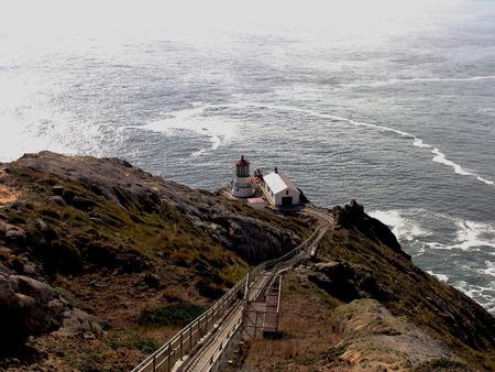 De Vuurtoren van Point Reyes van Californië werd in 1870 gebouwd voor zeelieden in de Baai van San Francisco.