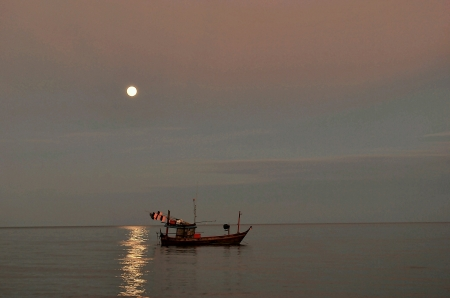 fishingboat: Fishingboat  head out into the night