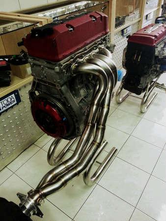 wijzigen: Motor voor de auto te wijzigen Stockfoto