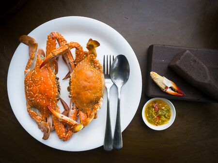 claw hammer: Fresh steamed crab and spicy sauce on white plate
