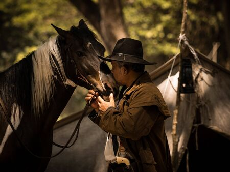 Cowboy kiss the horse with love Because of relationships that are friends who share suffering and happiness together