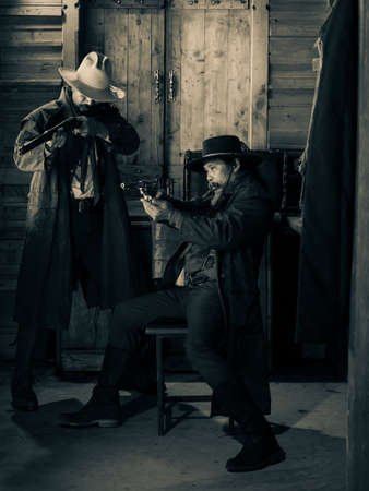 Western cowboys are using guns to fight to protect themselves in the tavern, On the land that the law has not yet reached