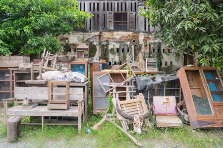 muebles viejos muebles viejos en la fbrica abandonada