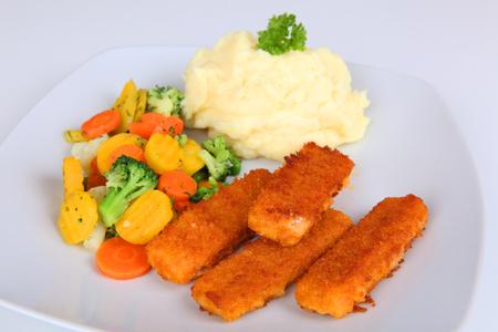 pure de papa: palitos de pescado y patatas Foto de archivo