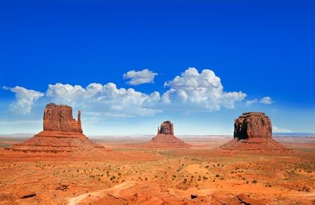 национальной достопримечательностью: Знаменитый Бют в Monument Valley, штат Юта, США