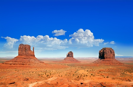 the valleys: The Buttes famosos de Monument Valley, Utah, EE.UU.