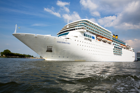 AMSTERDAM, NETHERLANDS -JULY 7: Costa Romantica enters the port of Amsterdam. Sister ship to the Costa Concordia, which sank in Italy, January 13, 2012,  in Italy, causing the death of 32 passengers. JULY 7 2014 Amsterdam, Netherlands Imagens - 30041215