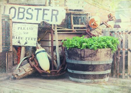 질감 랍스터 냄비, 부 표 및 부두에 낚시 장비의 이미지. Bar Harbor, 메인, 미국. 스톡 콘텐츠