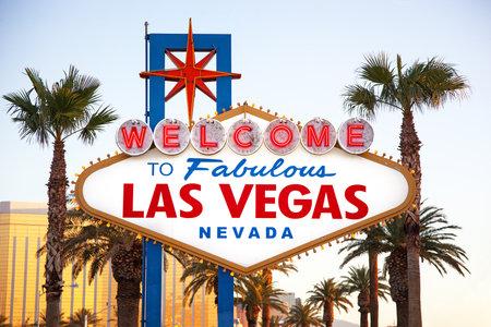 bienvenidos: El famoso Bienvenido a Las Vegas signo en la luz de la ma�ana. El Strip, Las Vegas, EE.UU.