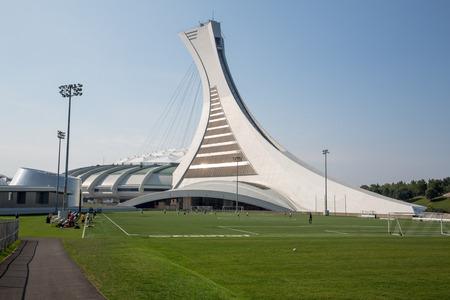 Montreal Canadá - DE SEPT 05 2014: Un panorama cosido del icónico estadio olímpico de Montreal. Montreal fue sede de los Juegos Olímpicos de verano en 1976, los primeros juegos que se celebrarán en Canadá.