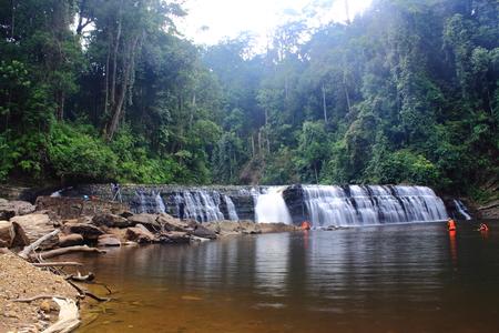 マレーシア、サバ州のインバクキャニオン保護区のインバク滝。