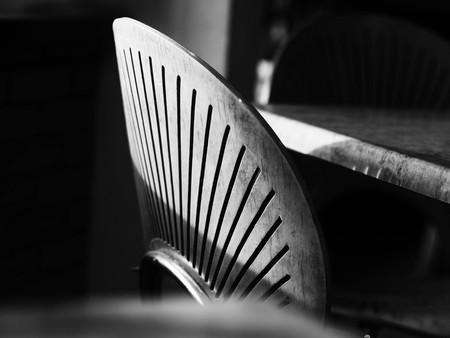 흑인과 백인 의자