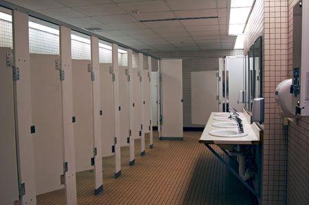 Public womens bathroom stalls. Standard-Bild