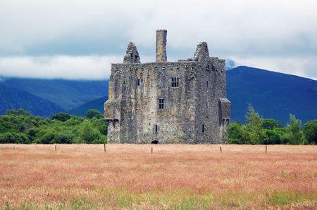 Castle with meadow in front. Standard-Bild