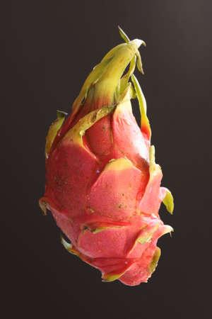 to degrade: Pithaya, sur de fruit de cactus degrada a de noir