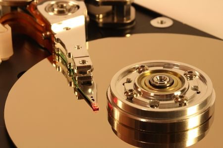 ordinateur: Internals of a hard disk. The head is under a red laser beam.