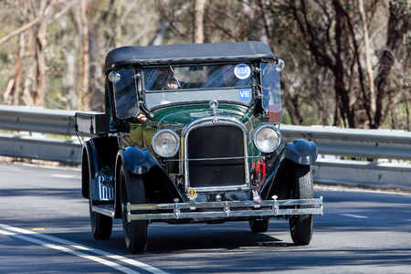 Adelaide, Australia - September 25, 2016: Vintage 1925 Dodge D Utility (Ute) driving on country roads near the town of Birdwood, South Australia. 新聞圖片