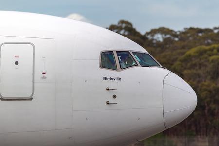 Melbourne, Australia - September 28, 2011: Qantas Boeing 767-338/ER VH-OGQ at Melbourne International Airport. Banco de Imagens - 98564376