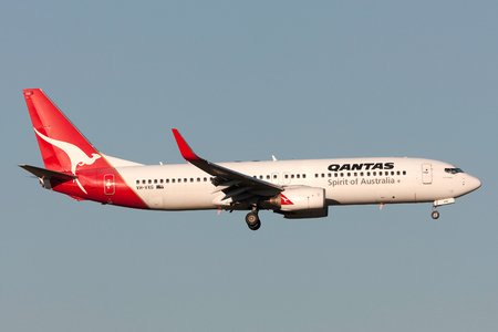 Melbourne, Australia - September 25, 2011: Qantas Boeing 737-838 VH-VXG on approach to land at Melbourne International Airport. Banco de Imagens - 98564439