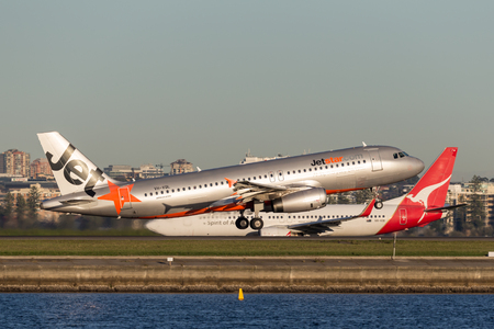 Sydney, Australia - May 5, 2014: Jetstar Airways Airbus A320 airliner taking off from Sydney Airport. Sajtókép