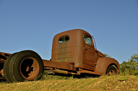lacks: Rusty truck with dual rear wheels lacks a box over the chassis Stock Photo