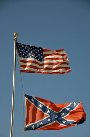 USA and Confederate flag share the same flagpole