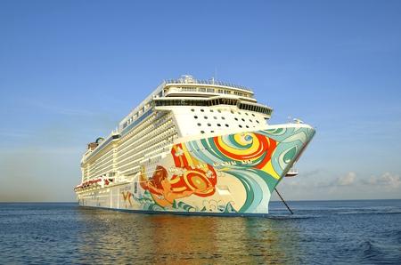 Cozumel, MEXICO, 16 februari 2016: De Noorse Getaway verankerd in de Caribische Zee behoort tot de Norwegian Cruise Line Holdings is een Bermuda-opgenomen Redactioneel