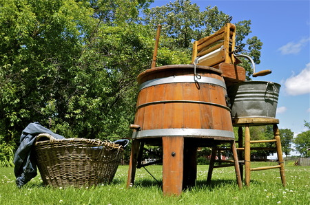 bathtub old: OSAKIS, MINNESOTA, July 7, 2016: An Arthur Brand Bigygle old washing machine is set up for usage at the Osakis Vintage Village Antique acres.