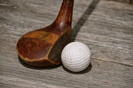 An old vintage wood driver is ready to hit a golf ball 스톡 콘텐츠