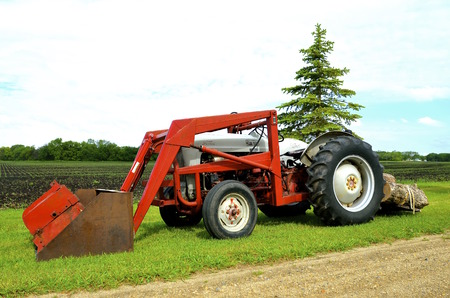 front end loader: WOLVERTON, MINNESOTA, May 27, 2016: The Ford tractor with a front end loader is a N Series tractor produced by Ford Motor Co, through the 30s, 40s, and 50s. Editorial