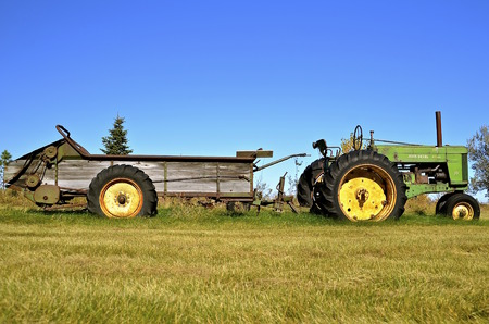 john deere: DOWNER, MINNESOTA, October 10, 2015: A John Deere Diesel 70 pulling a manure spreader is a product of John Deere Co, an American corporation that manufactures agricultural, construction, forestry machinery, diesel engines, and drivetrains.