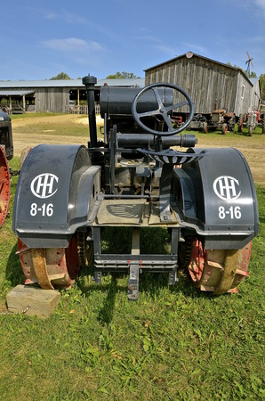 mn: ROLLAG, MINNESOTA, Sept 1. 2016: An International 8-16 antique tractor by IHC  is displayed at the West Central Steam Threshers Reunion in Rollag, MN attended by 1000s held annually on Labor Day weekend. Editorial