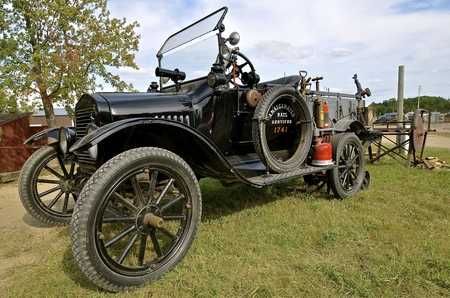 ROLLAG, MINNESOTA, Sept 1. 2016: An old Model T Ford truck is displayed at the West Central Steam Threshers Reuion in Rollag, MN attended by 1000's held annually on Labor Day weekend. 에디토리얼