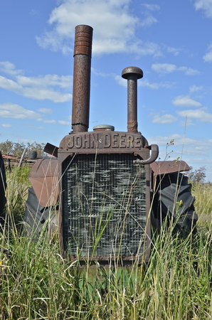 traction engine: BARNESVILLE, MINNESOTA, September 14, 2014:  The worn out old John Deere tractor is a product of John Deere Co, an American corporation that manufactures agricultural, construction, forestry machinery, diesel engines, and drivetrains. Editorial