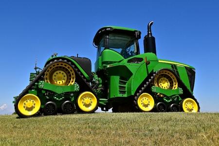 ムーアヘッド、ミネソタ、2015 年 5 月 31 日: 新しい John deere 社の 9570RX トラクター、John deere 社の Co、農業を製造しているアメリカの会社、建設、林 報道画像